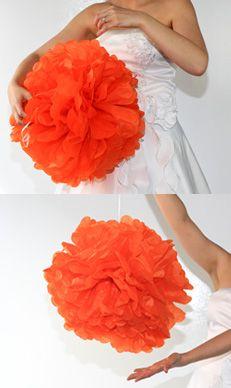 Ajustez la forme du pompon et accrochez-le !