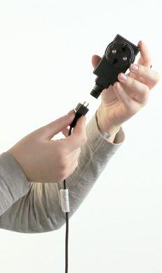Accrochez le câble au transformateur (avec la rallonge si nécessaire)