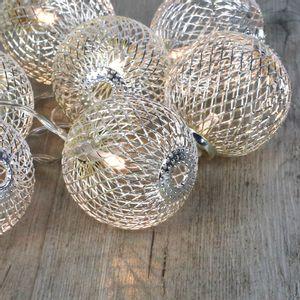 Guirlande Lumineuse Boules Métalliques Ajourées Argent