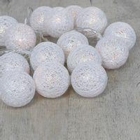 Guirlande Lumineuse 16 Boules Coton Pailleté Blanc 3,5 cm