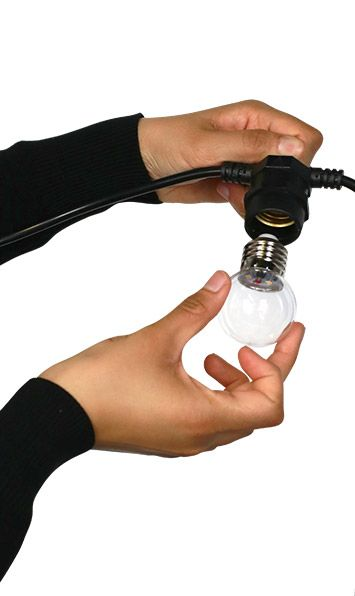 Vissez les ampoules en forçant si nécessaire pour garantir l'étanchéité