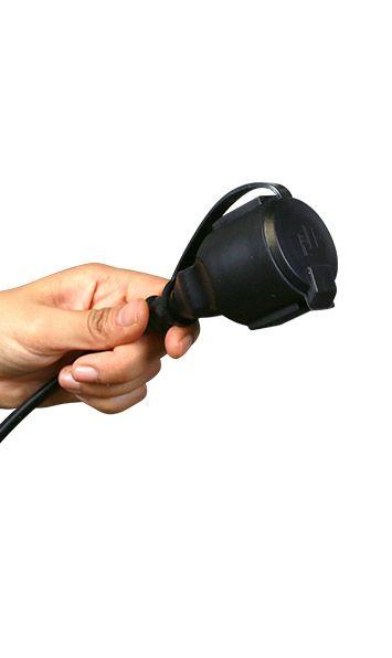 Fermez l'opercule de la prise en fin de guirlande